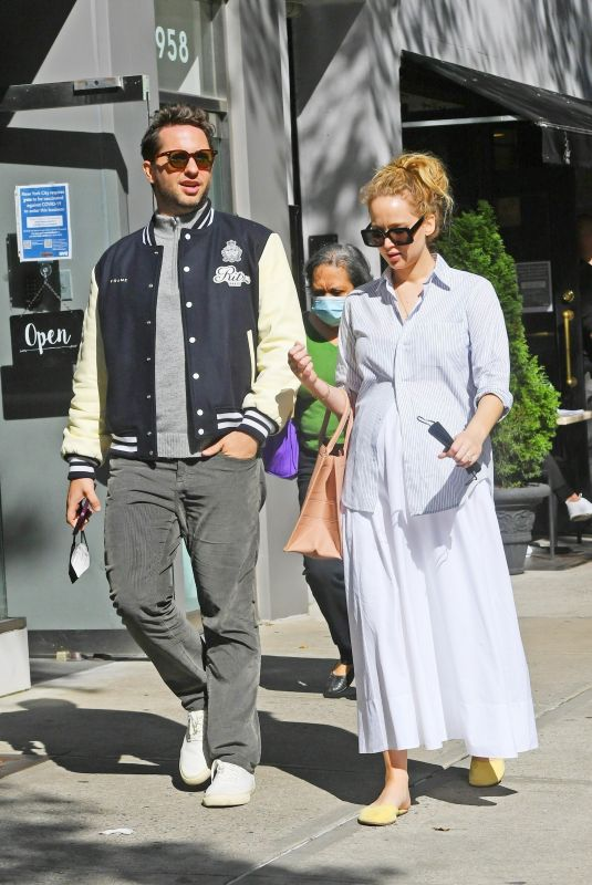 Pregnant JENNIFER LAWRENCE and Derek Blasberg Out for Lunch in New York 10/14/2021
