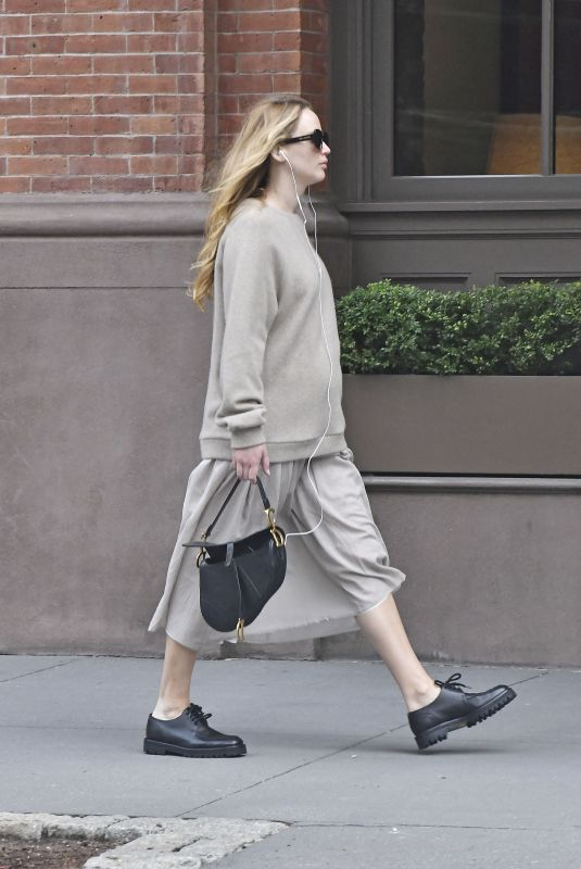 Pregnant JENNIFER LAWRENCE Out and About in New York 10/06/2021