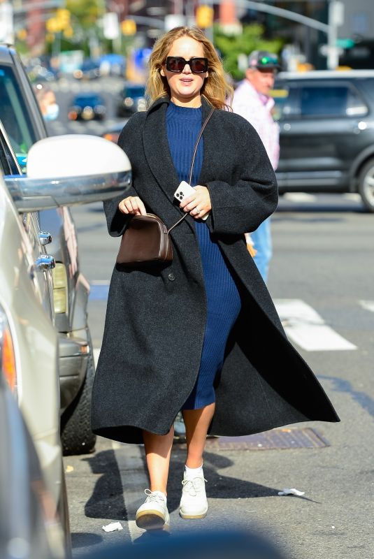 Pregnant JENNIFER LAWRENCE Out and About in New York 10/17/2021