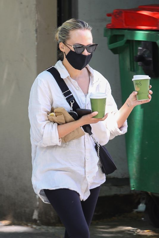 SAMANTHA JADE Out for Coffee in Sydney 10/18/2021