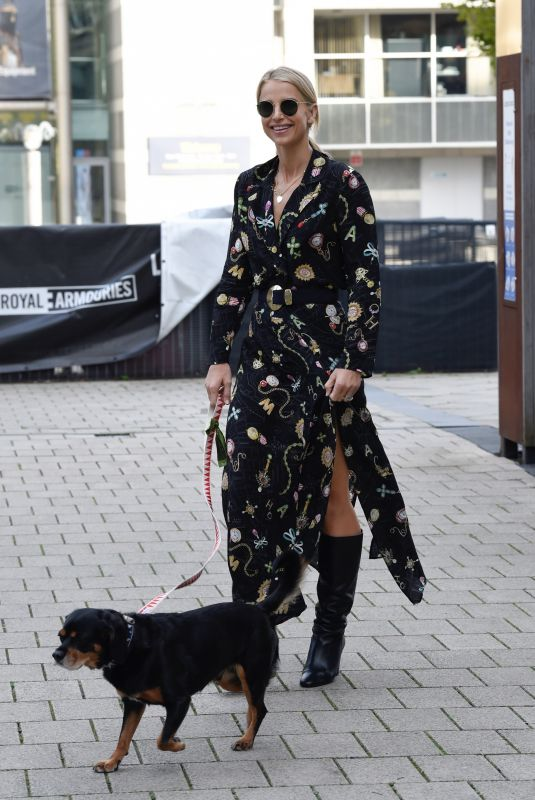 VOGUE WILLIAMS Out with Her Dog in Leeds 10/08/2021